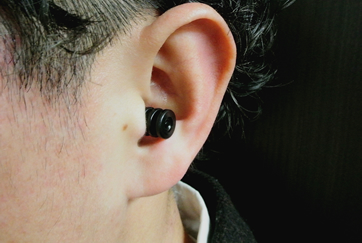 耳の装着写真:接写